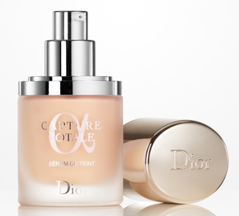 Dior Capture Totale, rozjasňující make-up a sérum 032 Rosy Beige