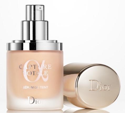 Dior Capture Totale, rozjasňující make-up a sérum 010 Ivory