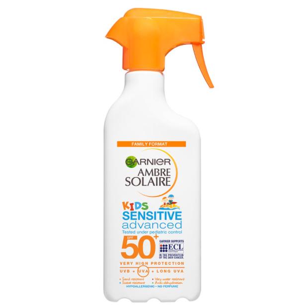 Garnier Ambre Solaire sprej na opalování Sensitive OF50 pro děti 300 ml